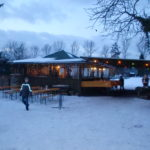 Glühweinhütte im Schnee